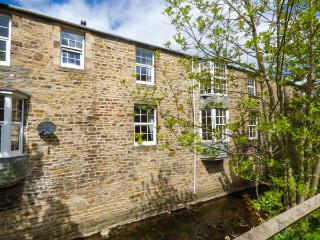LITTLE WENLOCK stone-built cottage, close to town amenities, WiFi, open plan, Skipton