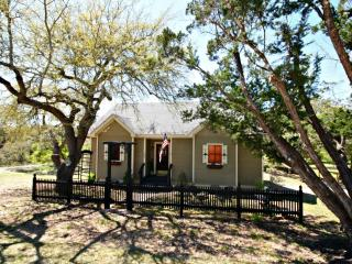 MONTICELLO at LONESOME DOVE COTTAGES - Canyon Lake, Lago Canyon