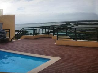 3 bedroom luxury apartment, free wifi, sea views
