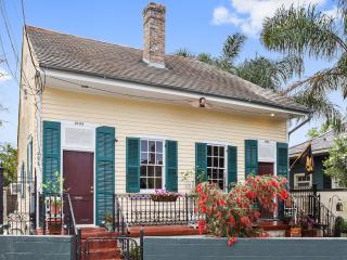Marigny 1840 Creole Cottage one block to Quarter.