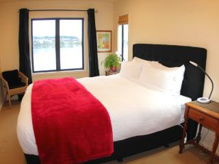 Lakeside King Bed - Stunning Views!, Queenstown