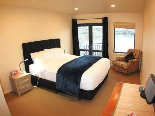 Lakeside 2 King Bedrooms, 1 Ensuite +1 Shared Bath, Queenstown