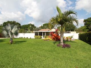 Spectacular private home & gardens. Privacy abound, Vero Beach