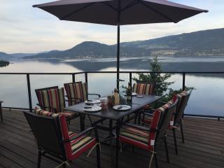 Luxurious Modern Cottage on the Lake Okanagan