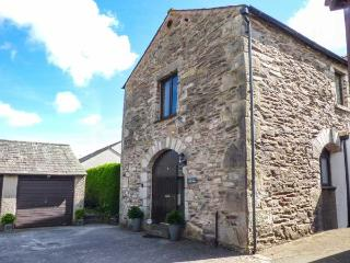 THE OLD APPLE BARN, open plan, enclosed garden, pet-friendly, WiFi, in Lindale, Ref 916517, Grange-over-Sands