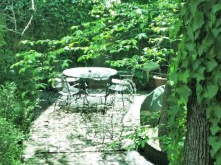 Center City Garden Apart Choose 1 or 3 Bedrooms,, New York