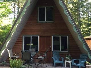 Quaint, Remodeled A-Frame, mins from Mt. Rainier