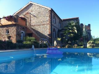 VILLA  ON THE  SEA WITH TENNIS COURT AND POOL, Funtana
