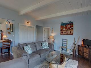 Charming, modern home w/ full kitchen, close to the beach!, Rockaway Beach