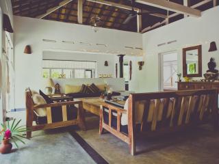 The Moonwater Villa, sleeps 10, Fully Staffed, A/C, Pool, BBQ and Yoga Shala
