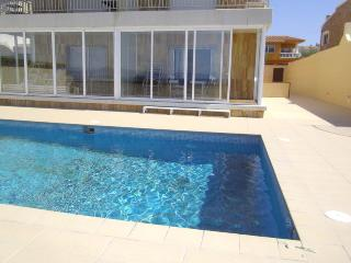 Face à la mer,  bel apt 6p , piscine communautaire
