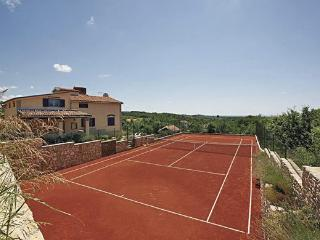 VILLA WITH TENNIS COURT AND POOL