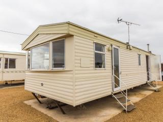 Ref 13001 Lees Holiday Park in Hunstanton by the beach - Dog friendly and roomy.