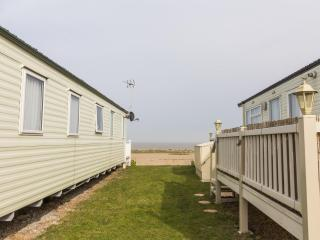 Ref 90040 Kessingland Beach 8 berth caravan , brilliant for families.