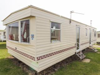 Ref 90040 Sea View  Kessingland Beach 8 berth caravan , brilliant for families.