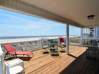 Island Time- 3 Bedroom Oceanfront House, Carolina Beach