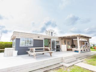 Nieuw en hip STOERbuiten vakantiehuisje, Brouwershaven