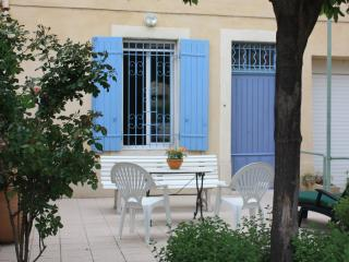 Maison provençale restaurée proche d'Avignon