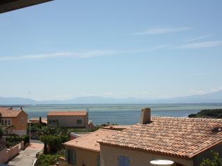 Belle villa, grande terrasse vue sur l'étang, Leucate
