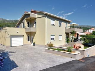 Fantastic house on great location, Podstrana