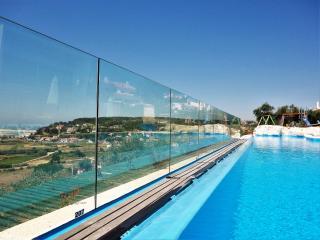 Casa do Lago villa-family friendly-12 sleeps-5 Bdr