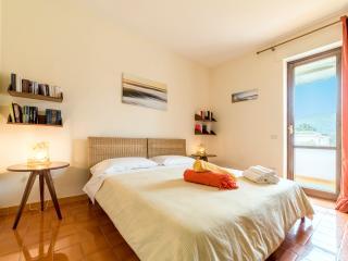 Villa Giò B&B de charme  yellow room, Castellabate