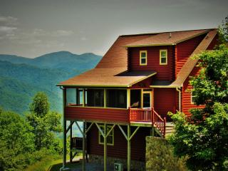 Spectacular Smoky Mtn. Views, Romantic Master Suite, 2 Fireplaces, Hot Tub..., Bryson City