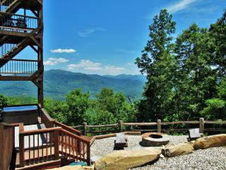 Heavenly Views, Luxurious Amenities, Sparkling Hot Tub, 10 min. to Town!, Bryson City