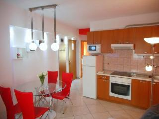 Familia apartments  in center old part of town 4+1, Makarska