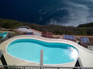 panoramico con piscina condominiale, Parzanica