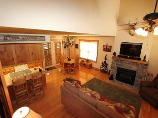 One Bedroom Lodge at Stonebridge Resort with Gas Fireplace and Screened Deck, Branson West