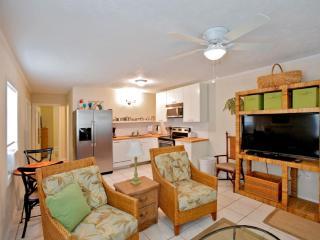 Adorable Beach Cottage Rental B - Sleeps 4