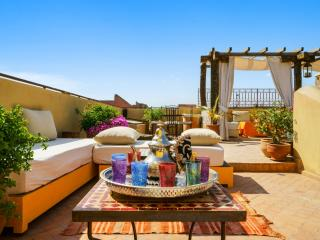 Extravagant riad with terrace & pool, Marrakech