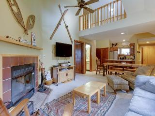 Recently updated home w/ shared hot tub, pool, etc!, Killington
