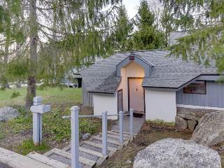 Recently updated home w/ shared hot tub, pool & more - easy ski access!