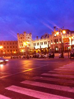 La estacion de Ferrocaril de Valencia Nord - a lado de la Plaza de Toro y plaza Ayuntamiento