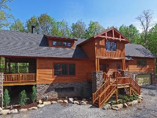 Spacious log home on Lodestone Golf Course!