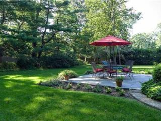 Perfect summer haven, ten minutes walk to village, Bellport