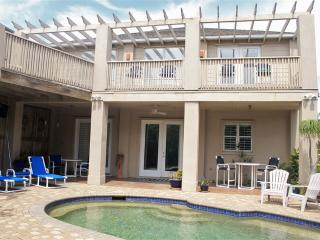 Casa Aries Private island home, pool & backyard!, South Padre Island