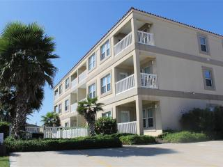 Like beachfront convenience without the price!, South Padre Island