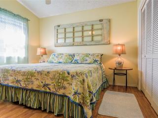 EXPANDABLE CLASSIC BEACH HOUSE, ½ block to beach! Costa Bella Atrium