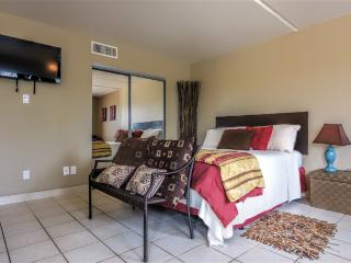 Better than a hotel room AFFORDABLE & next to SCHLITTERBAHN! Gulfview II