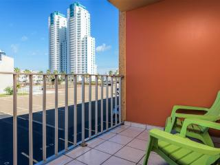 AFFORDABLE for 8!  Next to SCHLITTERBAHN!.  Gulfview ll
