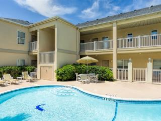 Large courtyard condo, very close to beach!, South Padre Island