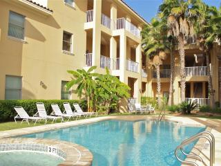 Poolside courtyard condo,close to beach!, Isla del Padre Sur