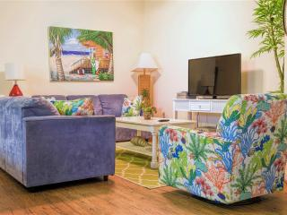 Poolside courtyard condo,close to beach!, South Padre Island