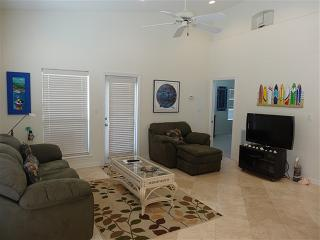 Sea Shell Isle 2C  Large condo 1 block from beach, South Padre Island
