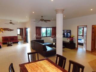 Four-bedroom Villa with sea views, near the beach, Karon