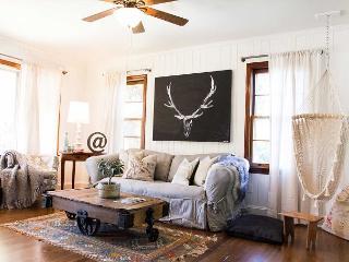 King Cottage- Downtown Black Mountain cottage | Pet friendly!
