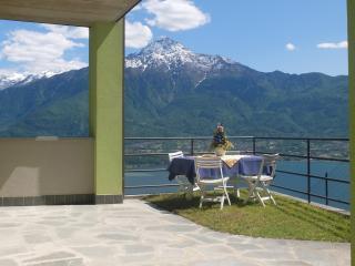 Casetta con stupenda vista lago, zona tranquilla!, Trezzone
